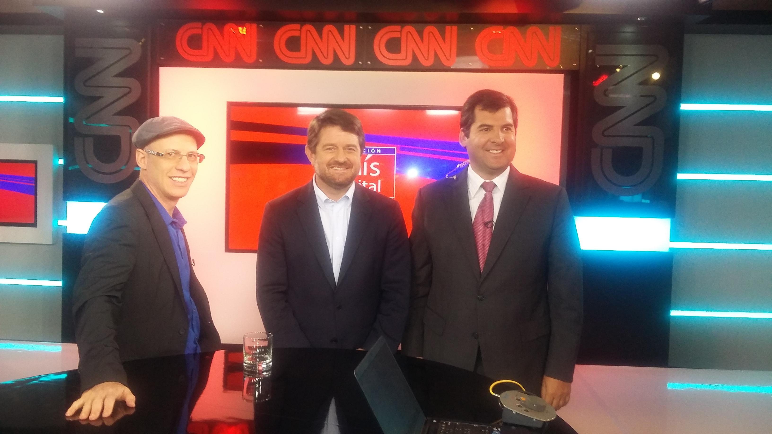 """""""E-Chile"""" , nuevo programa de Fundación País Digital y Universidad del Desarrollo"""
