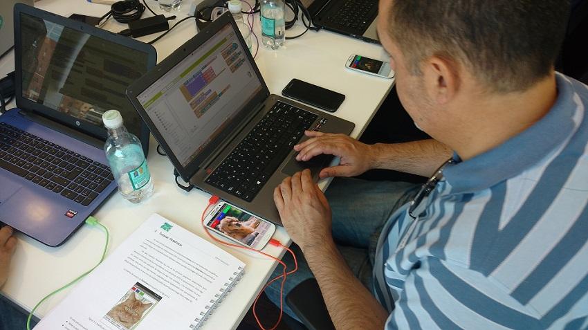 150 profesores podrán optar a becas para curso online de programación de Apps
