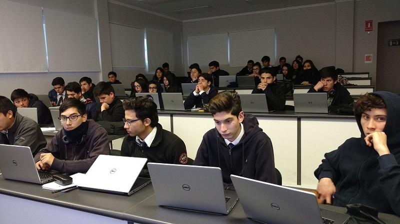 "145 alumnos están aprendiendo a programar apps en Academia de Apps ""programa tus Ideas"""