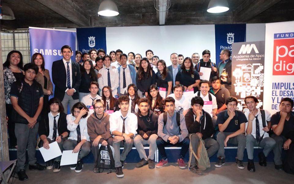 Alumnos de liceos de Estación Central y Rancagua se convierten en la tercera generación de Programadores de Aplicaciones Móviles del país