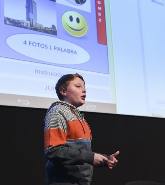 Niño programador se luce con aplicación móvil en primer día de Simposio de Tendencias Digitales