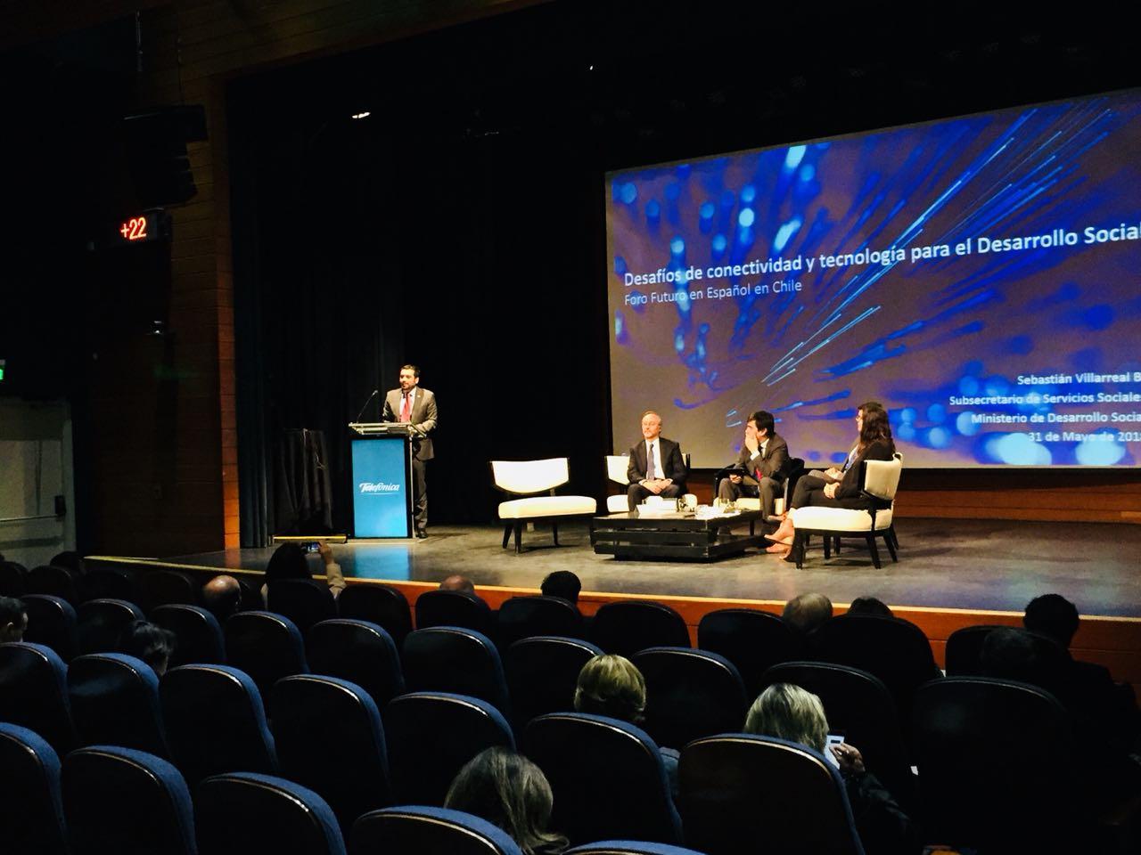 """Presidente de País Digital participa en segunda jornada del III Foro """"Futuro en Español"""" en Chile"""